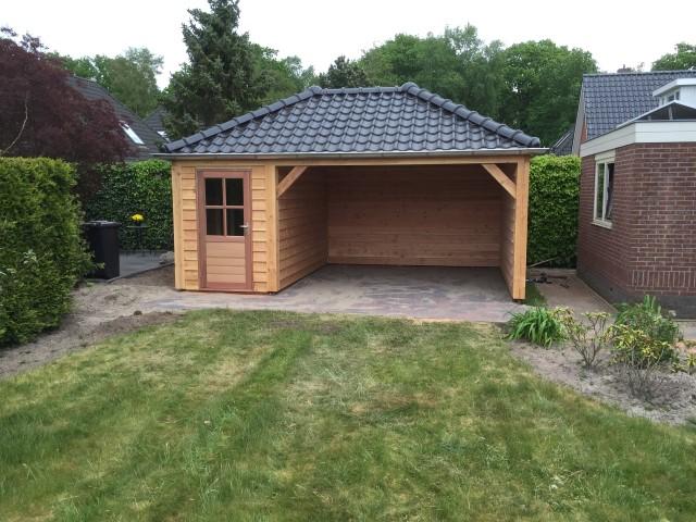 Luxe lariks schuur met veranda en berging heerenveen for Berging met veranda